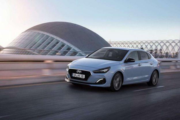 Hyundai i30 Fastback: prova su strada, prezzo, dimensioni e scheda tecnica