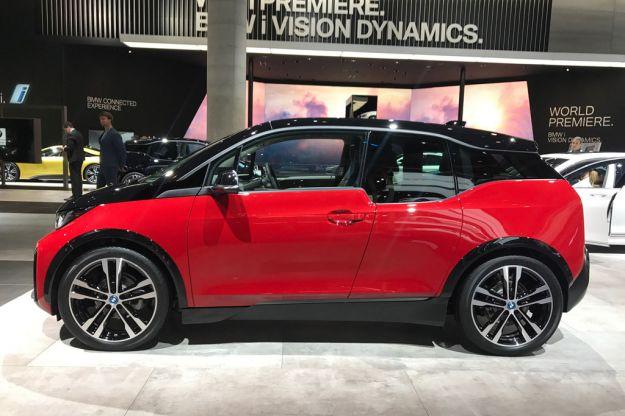 BMW i3s 2018: presentata al Salone di Francoforte 2017 la piccola elettrica pepata [FOTO]