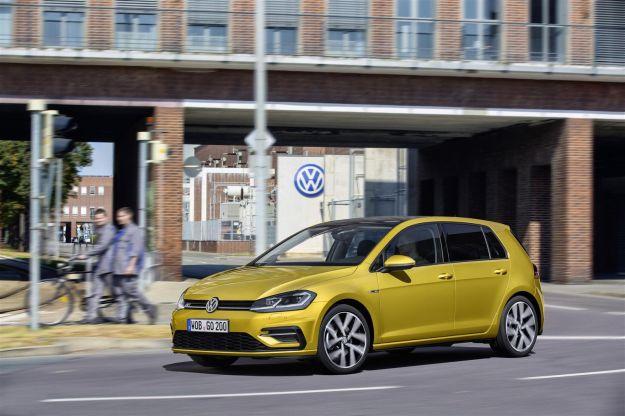 Nuova Volkswagen Golf restyling 2017: interni, scheda tecnica motori a Metano e prezzo [FOTO]