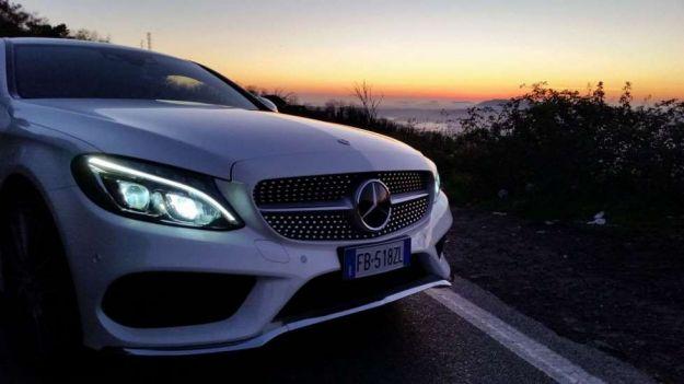 mercedes classe c coupe 220d prova su strada anteriore con tramonto