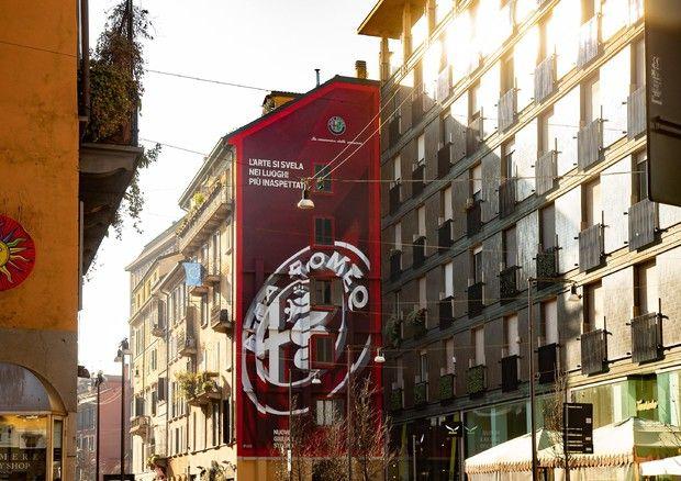 Murale Alfa Romeo a Milano, il Biscione esalta la street art per Giulia e Stelvio