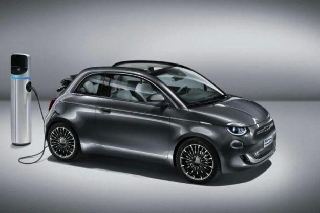 Nuova Fiat 500 elettrica, svolta green per lo storico modello italiano