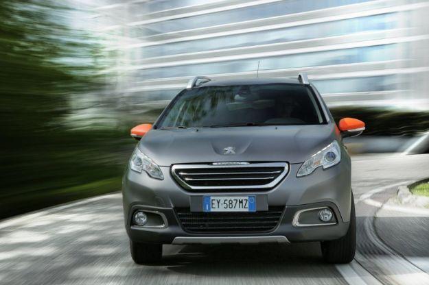 Peugeot 2008, prova su strada: dimensioni, consumi e interni della versione Black Matt [FOTO e VIDEO]