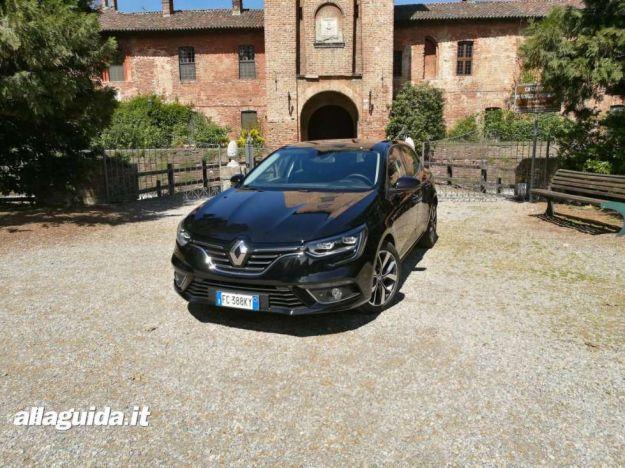 Nuova Renault Megane 2017: prezzo, interni e prova su strada [FOTO]