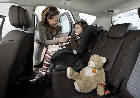 Sicurezza bambini e mal di schiena, le preoccupazioni in auto