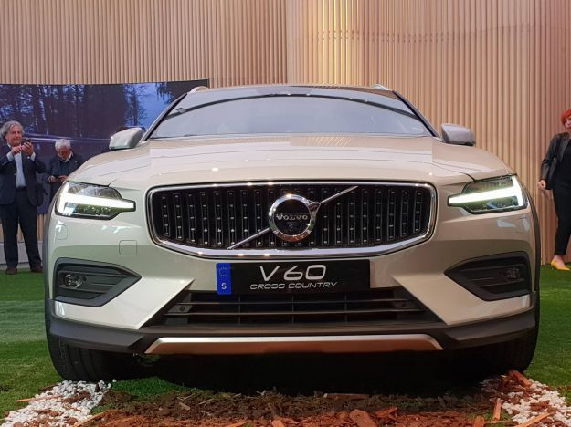 Volvo V60 Cross Country: svelata la wagon rialzata