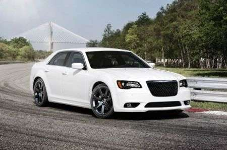 Chrysler 300 SRT8 lato