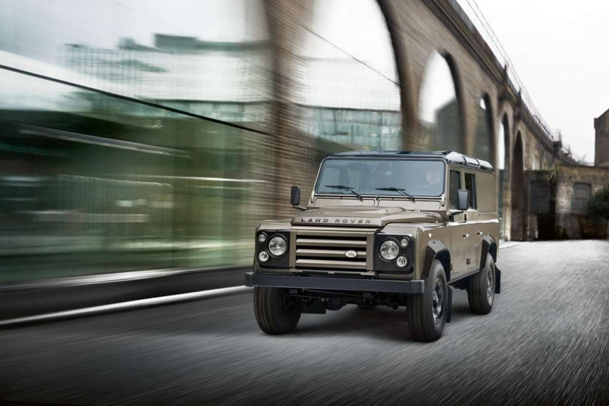 Land Rover Defender XTech - frontale