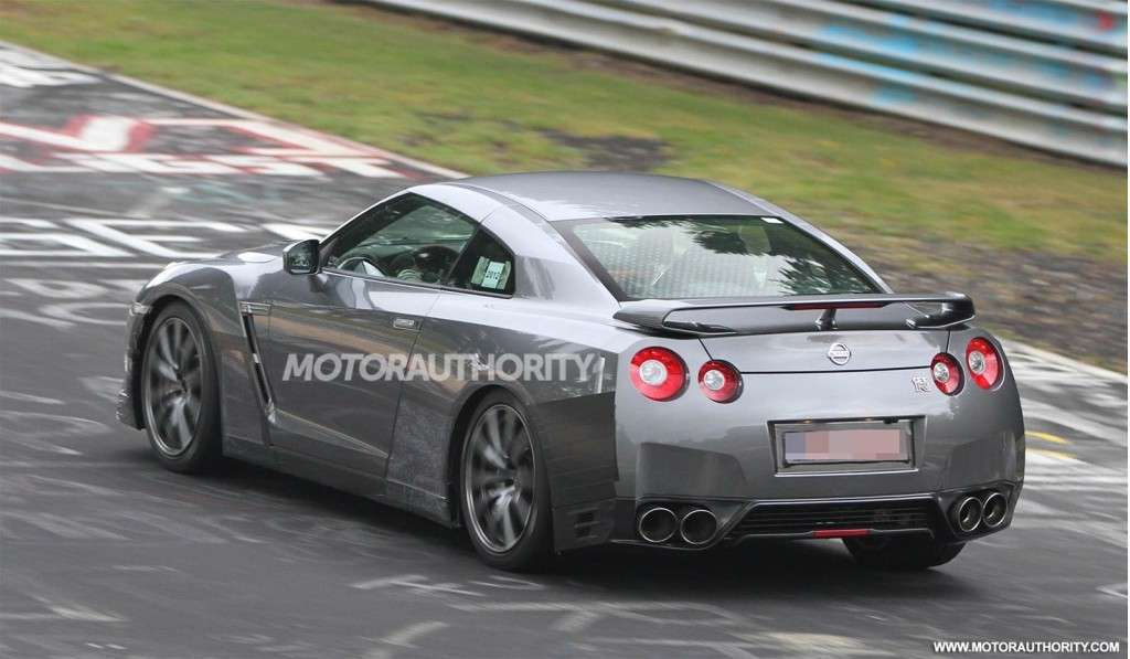 Nissan GT-R Restyling-foto spia-3/4 posteriore