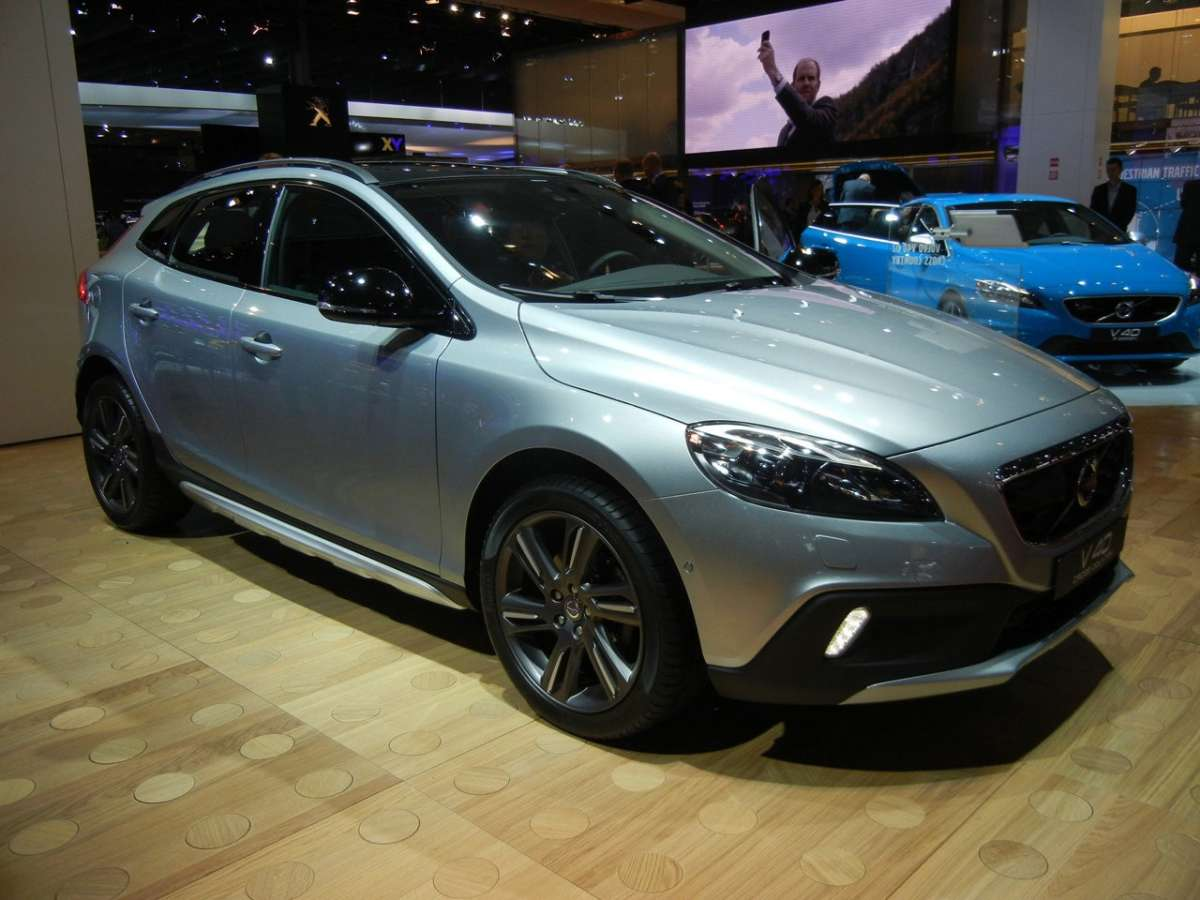 Volvo V40 Cross Country grigia