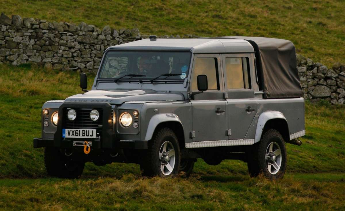 Land Rover Defender Pick Up frontale (2)