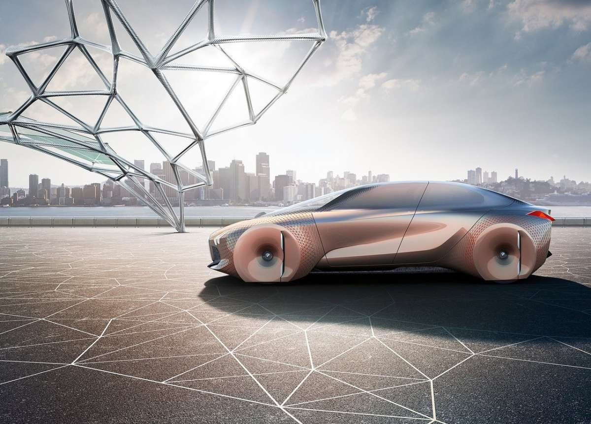 BMW Vision Next 100 concept con Alive Geometry