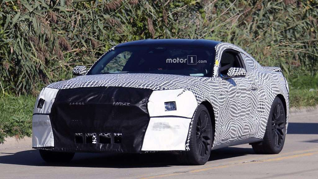 Ford Mustang, le foto spia del restyling