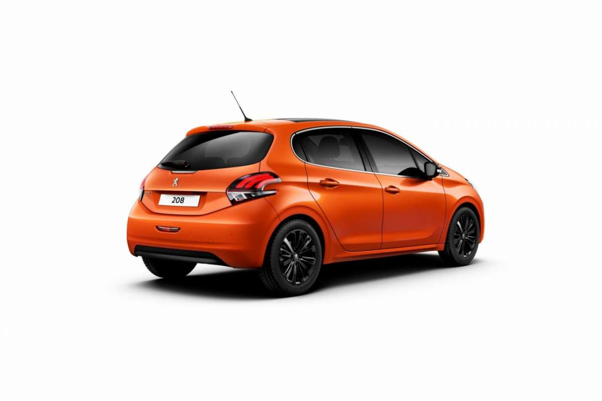 Peugeot 208 restyling angolo posteriore