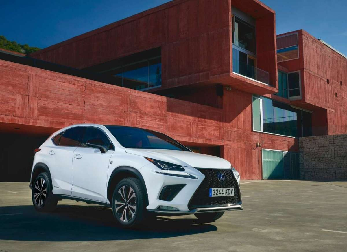 Anteriore dell'NX Hybrid 2018 restyling