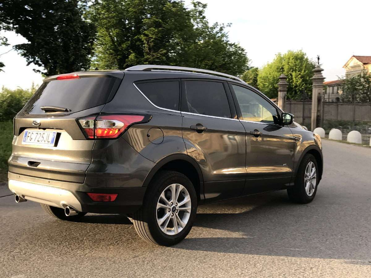 Ford Kuga 2017 laterale posteriore