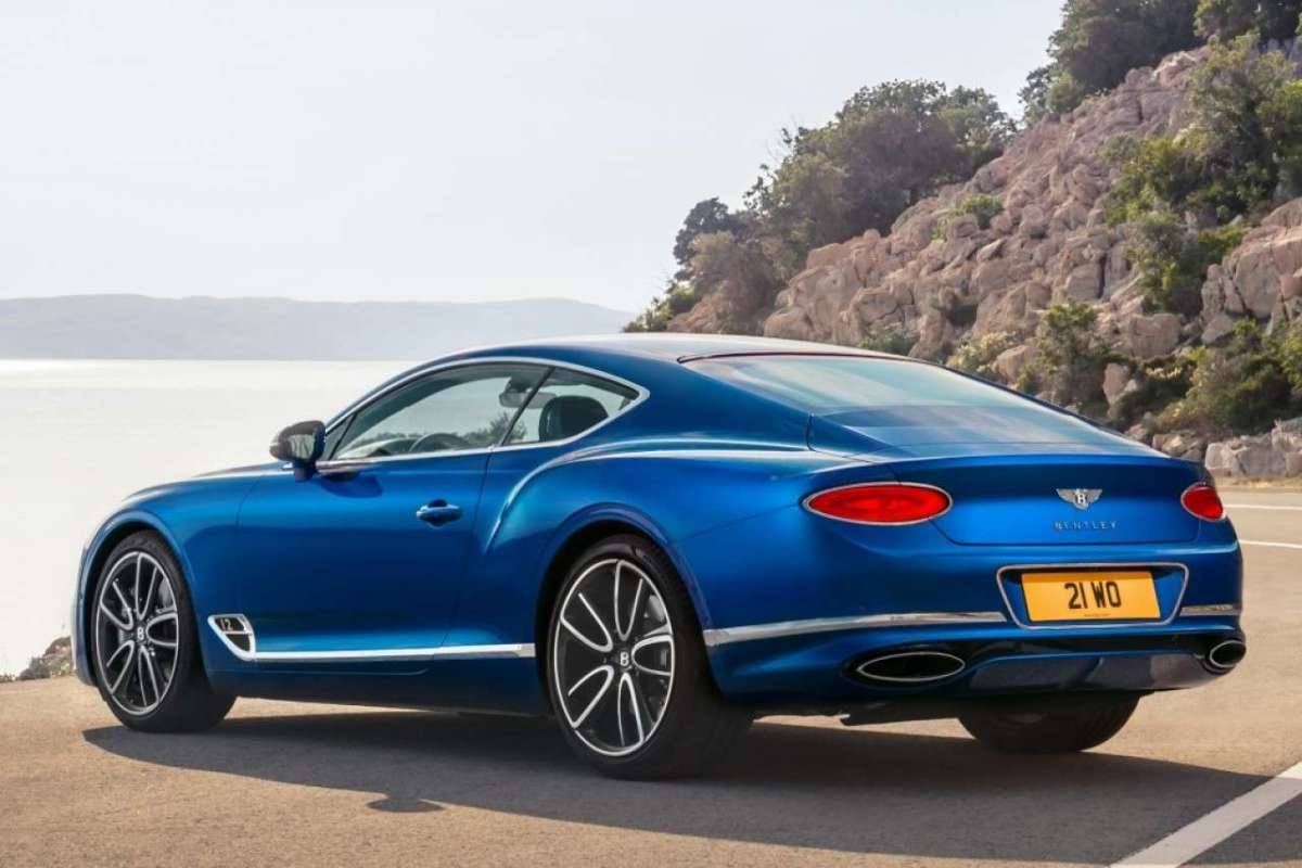 Bentley Continental GT tre quarti posteriore