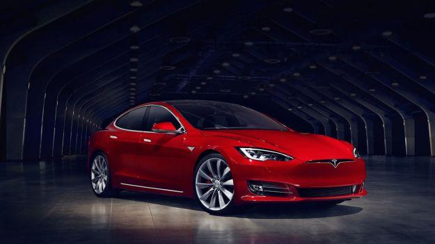 Tesla Model S 2017: prezzo, interni, autonomia reale. Anche 7 posti [FOTO]