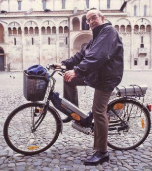 Inquinamento: Una bici elettrica nuova per un vecchio cinquantino; Roma guida l'iniziativa