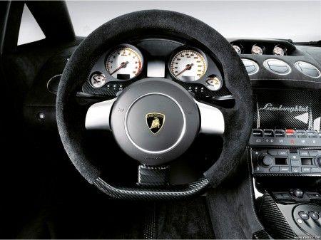 Volante auto: legno, gomma o pelle, ecco tutti i modelli